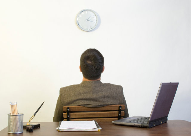 Защо хората мразят работата си?