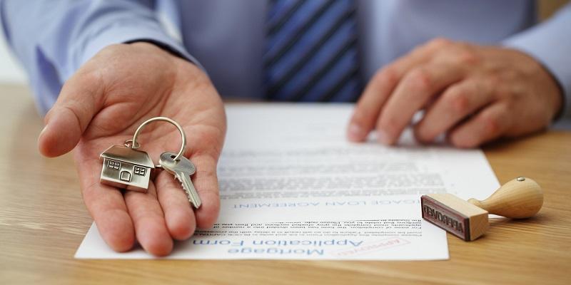 Колко чиновници е нужно да обгрижиш, за да си продадеш апартамента?