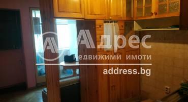 Двустаен апартамент, Варна, Погребите, 487435, Снимка 2