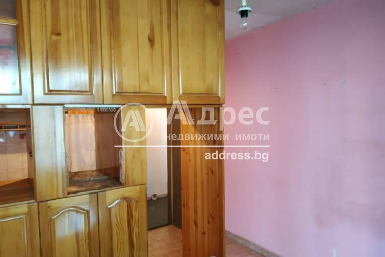 Двустаен апартамент, Варна, Погребите, 487435, Снимка 3