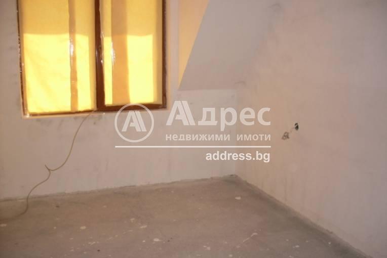 Тристаен апартамент, Благоевград, Орлова чука, 247686, Снимка 1
