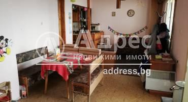 Тристаен апартамент, Варна, Автогара, 446791, Снимка 1