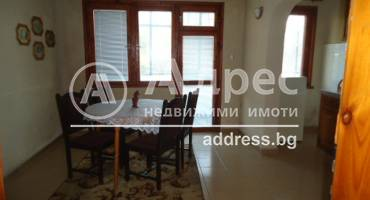 Тристаен апартамент, Добрич, Добротица, 111935, Снимка 1