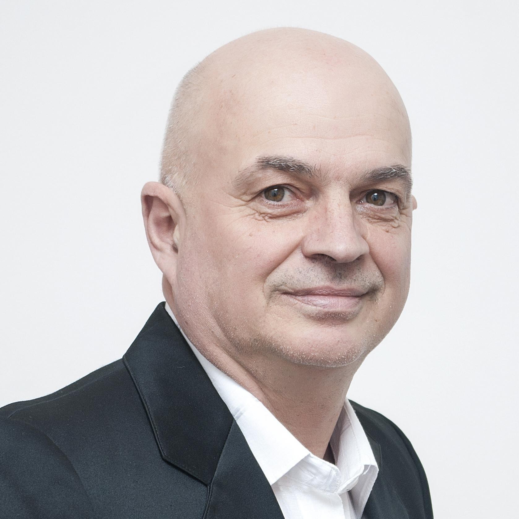 Иван Динов