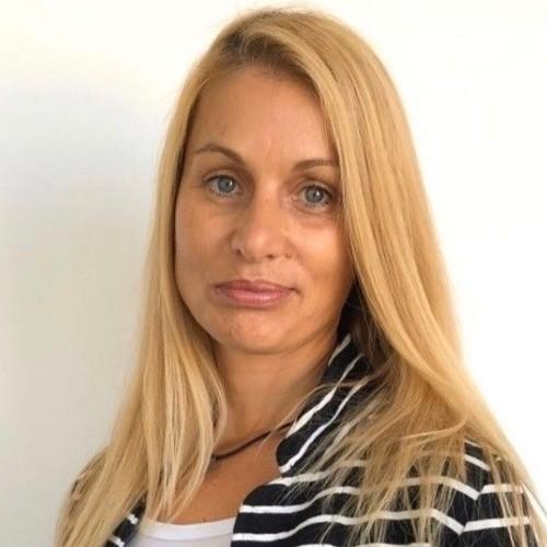 Соня Попова